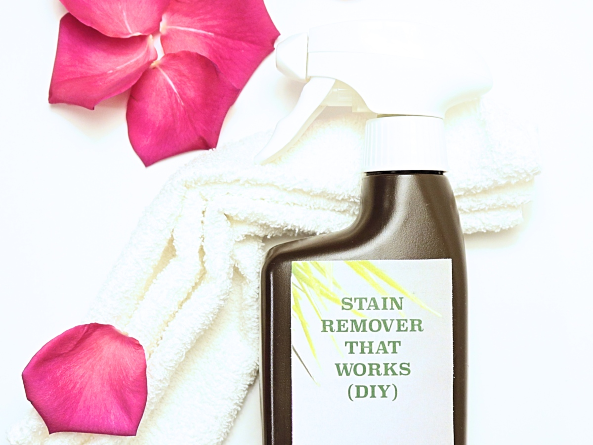 DIY Laundry Stain Remover that works and is very inexpensive to make. It even washes off ink from the pen, and perfect to use on oily spots on clothing.
